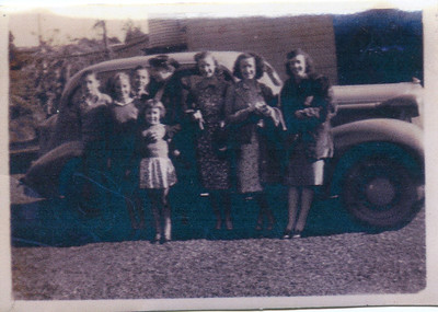 Evelyn Bray (nee Lowe) and children.