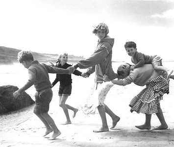 Bill (7), Elizabeth (8), Jenny (14?), Peter (4) & ? Perran Beach  1957