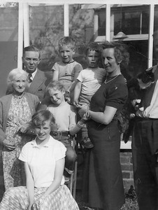 Little Grandma, Uncle Arthur, Jenny, Elizabeth, Bill (5), Peter (2), Auntie Muriel, Tony and John (35) House in Bristol 1955