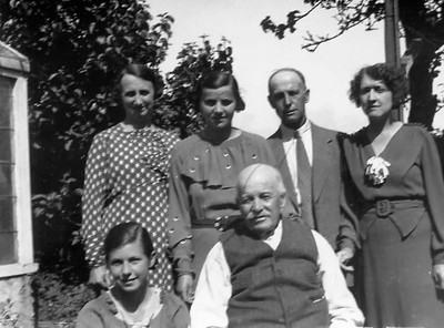 Family photo mood 40s