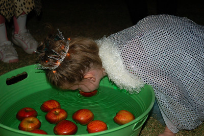 Ainsley was very excited to try bobbing for apples at Madison's Halloween party--she'd been talking about the game for weeks.
