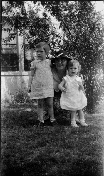 Bridgette Anastasia Joyce  Stephenson with two grandaughters, Cecelia on the left and Mary Joyce Goodwin. WHAT a great picture ! ! !