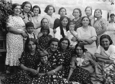 Vesile Uşşaklı ve aile, Kayseri.