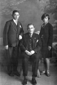 Babam, dedem Osman Uşşaklı ve Sabiha hala, 1930