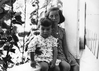 Tuğrul, Vesile ablam ile. 16 Ağustos 1956