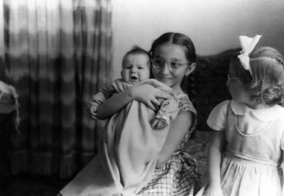 Üç kardeş ( Vesile bu yine niye ağlıyor bakışı atıyor :-))