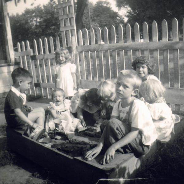 Marilyn family 1950s0003