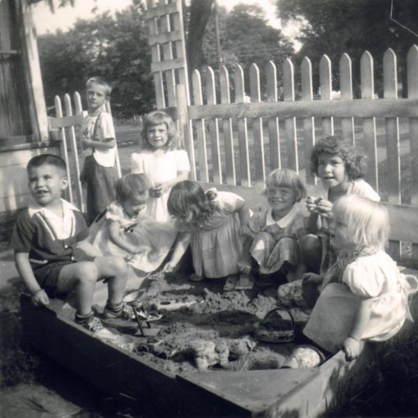Marilyn family 1950s0002