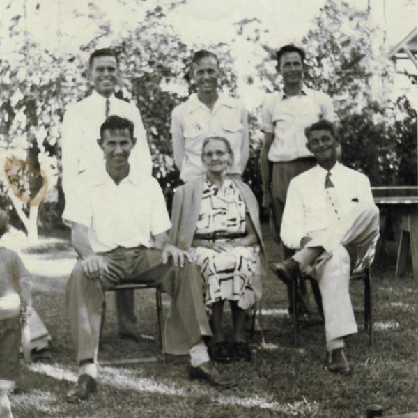 Marilyn family 1950s0013