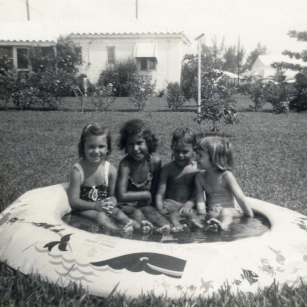 Marilyn family 1954s0008