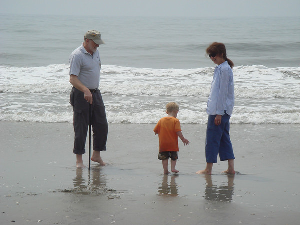 AC - Beach with 'Nanna' and Pops