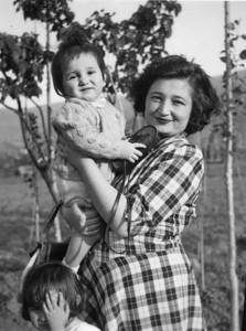 Tire, 1948, Annem ve merhum abim Osman Uşşaklı