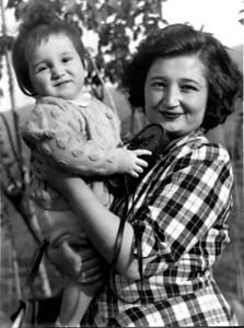 Annem ve oğlu Osman Uşşaklı (r.i.p)