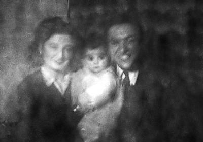 Annem, babam ve Nur ablam 1945