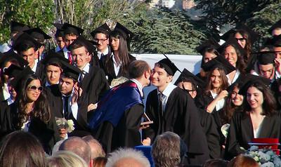 """Mert Uşşaklı with """"Hikmet Nuri Anter Award"""". Mert Matematik ve fen dallarında olağanüstü yetenekli bir öğrenciye verilen """"Hikmet Nuri Anter"""" ödülünü alıyor."""