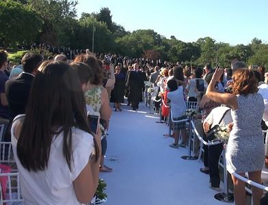 Öğrencilerin tören alanına girişi