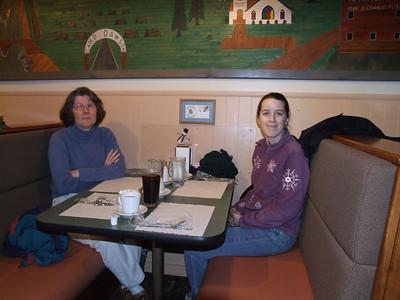 mom & ellen waiting for their food