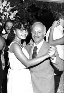 Zeynep babası Müfit Çulcuoğlu ile beraber