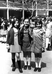 Zeynep okul arkadaşları ile