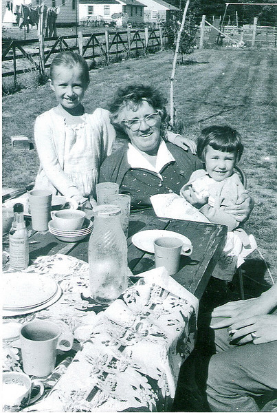 Denise Mom Karin 1958a