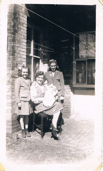 Eileen_Howley_Frances_Phyllis_Howley_Betsy_White_(baby)
