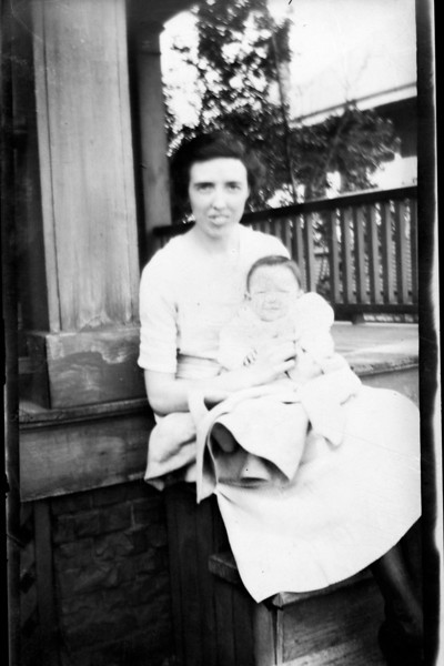 Dorothy Heysinger  and Aunt Leota Hall abt 1922