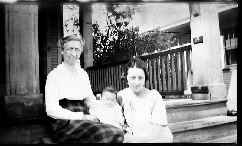 Grandmother Ada Belle Hall,<br /> Ada Adelia Marie (Hall) Heysinger and daughter Dorothy