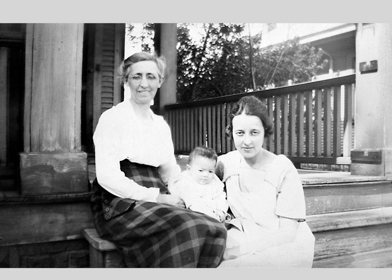 Grandmother Ada Belle Hall, Ada Adelia Marie (Hall) Heysinger and  daughter Dorothy