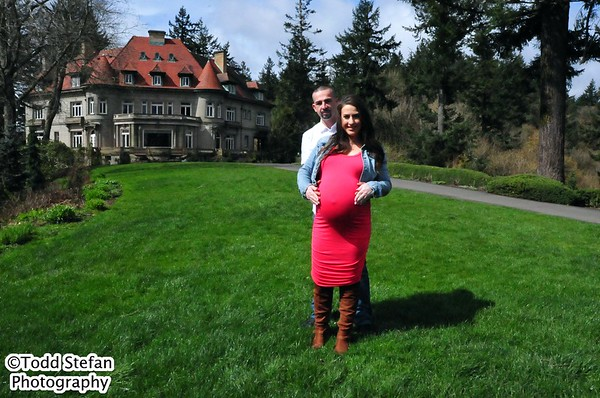 04-08-2017 Michelle & Alex Maternity At Pittock Mansion