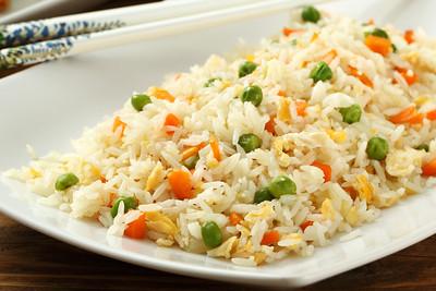 primo piano riso con verdure cinese