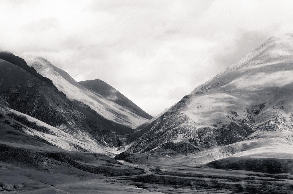 Tanggula Mountains in Black and White - Tibet