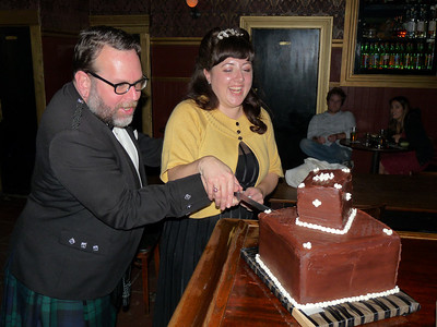 Cuttting the cake