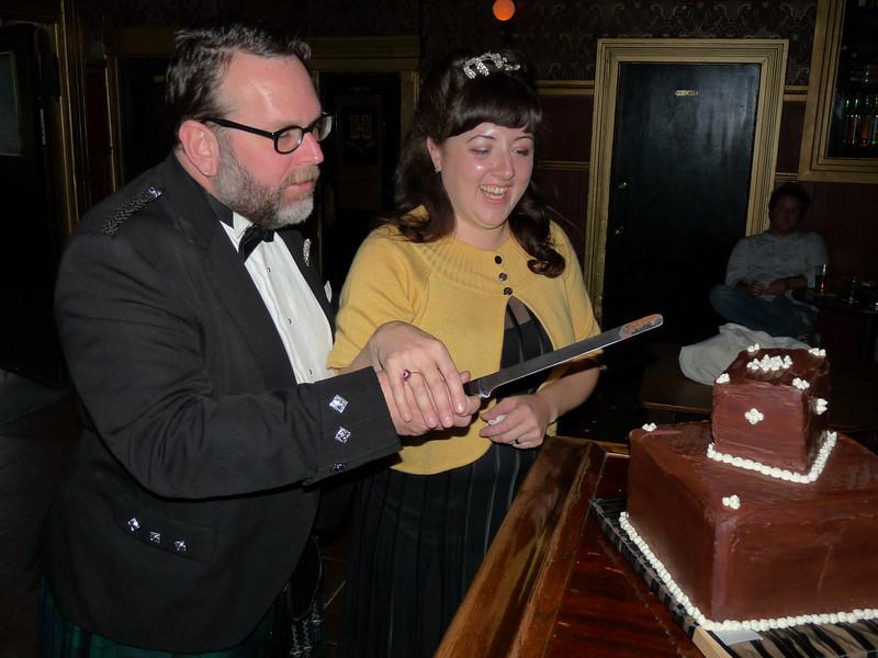 Cuttting the cake