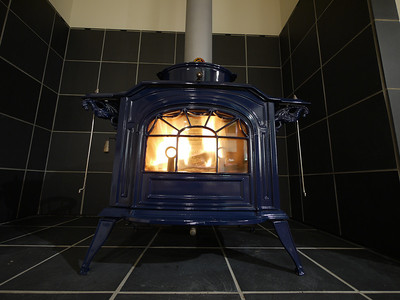 Wood burning stove / heater