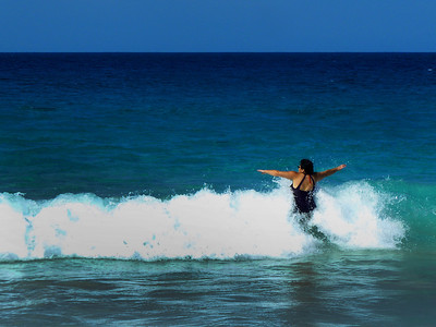 """Phyllis """"Flash"""" Howell reverse foot surfing...."""