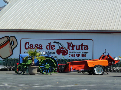 Casa de Fruta on CA Highway 156