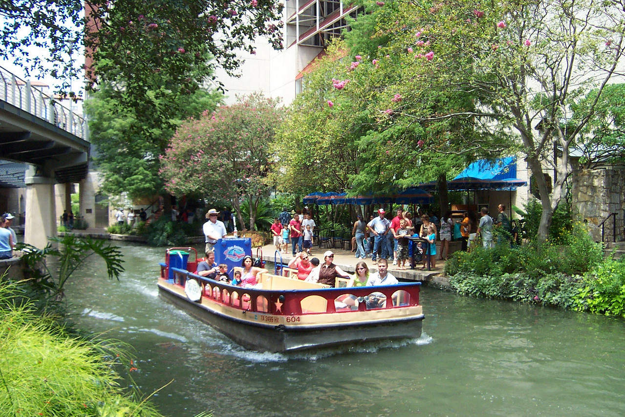 [San Antonio River Walk]  Did I mention it was hot this day?