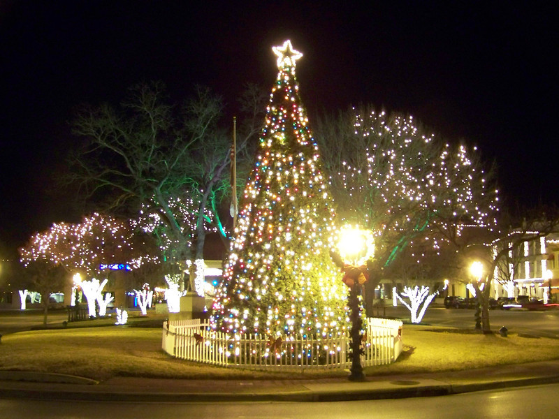 Overall, New Braunfels does a very nice job with the Christmas decorations on the Plaza.