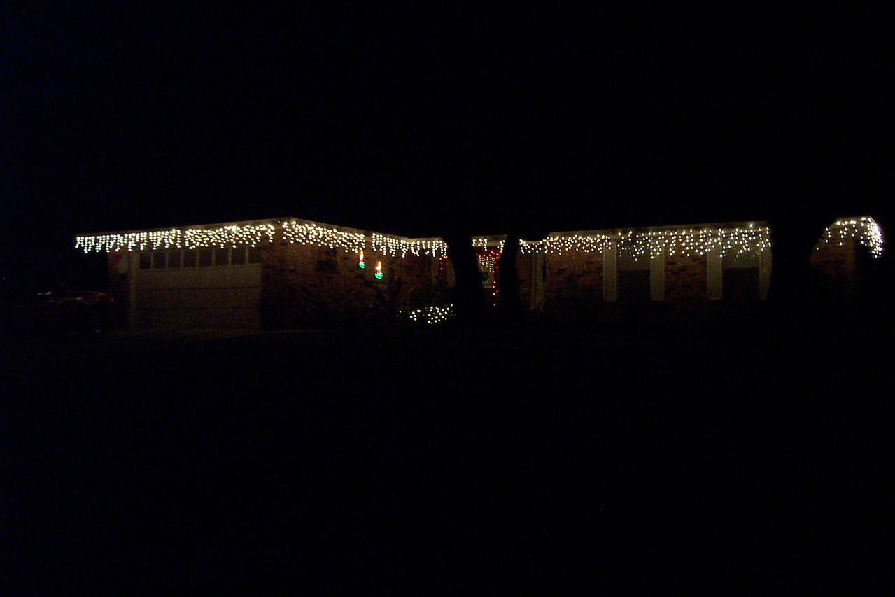 The outside decorations on Mom and Dad's house looked very nice.