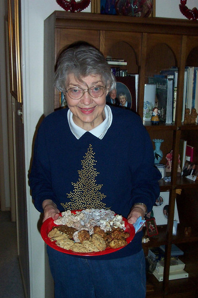 Yum!!  Mom's cookies are a highlight of every Christmas!