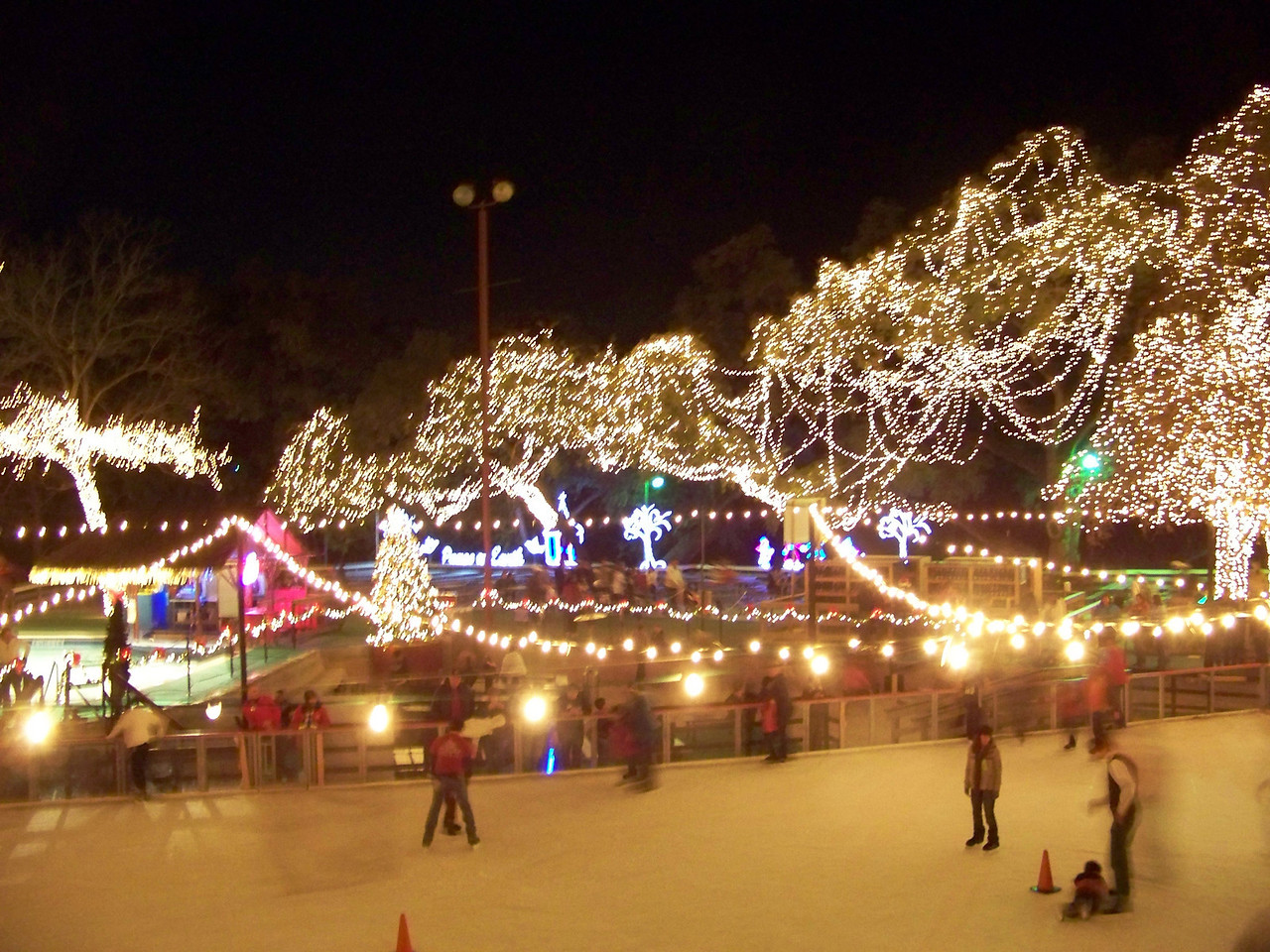 They had a (fake ice) skating rink set up, but you had to pay extra and neither of us felt like doing that.<br /> [Schlitterbahn's Hill Country Christmas 2009]