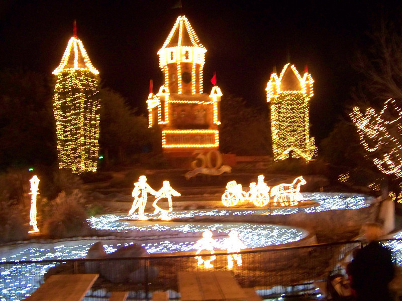 They did lots of clever things with the lights, such as filling up one of the empty water slides with blue lights.<br /> [Schlitterbahn's Hill Country Christmas 2009]