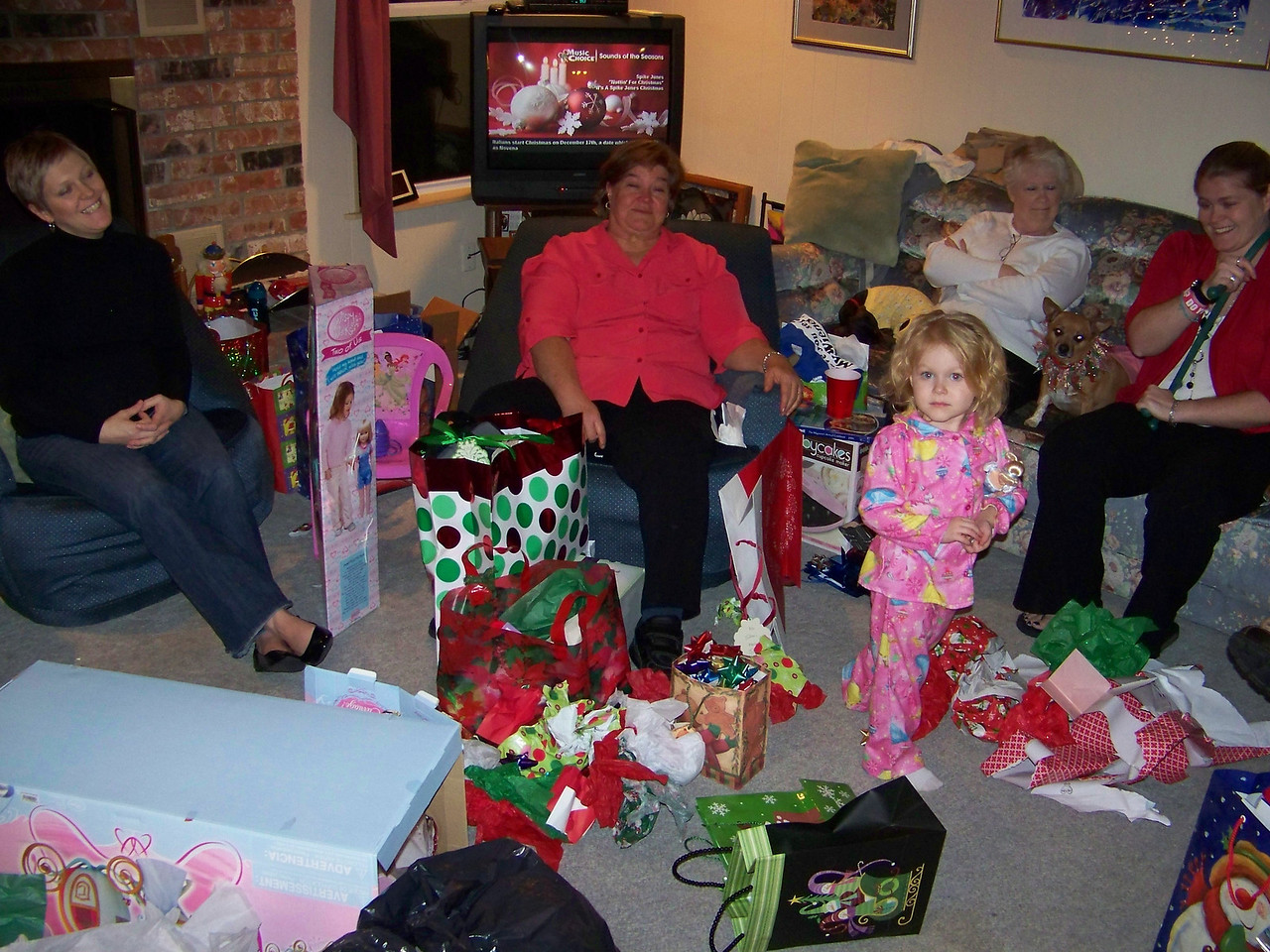 Kalyn, Wendy, Embyr, Sheri, and Jenna in the post-gift carnage.  Oscar and Roxy are both on the couch on either side of Sheri.