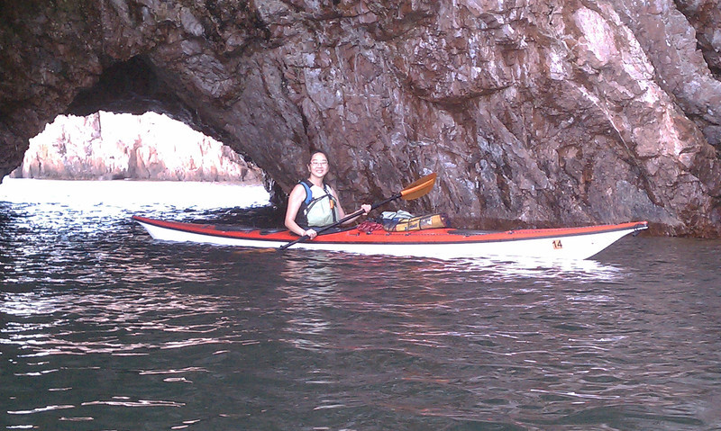 Becca and I went on another day paddle. Leaving from a hidden public beach by Silver Bay we went to the Palisade Head cliffs.