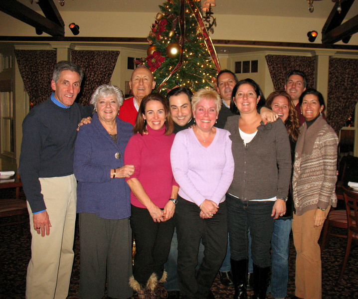 Tom, Mom, Dad, Christina, Ralph, Diane, Frank, Gina, Maryann, Chris, and Lea.