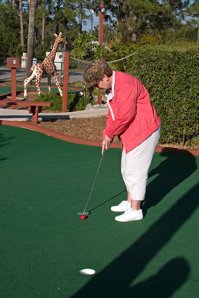 Sue putts out