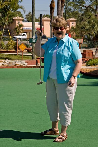 Sue celebrates her putt