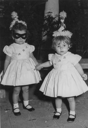 Laura y Patricia Martinez, aprox. 1960.