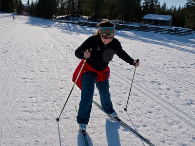 Mary used her fancy skate skis to quickly catch up.
