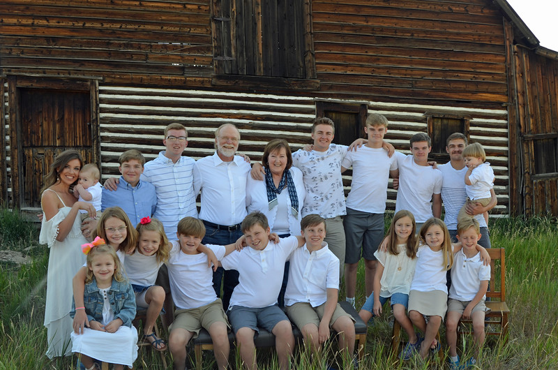 Frank&Becky_all grandkids-10